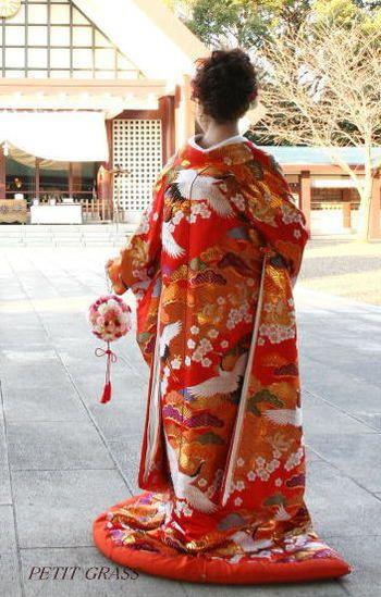 日本人らしい鶴に、愛らしさをプラスする梅の花を加えて!