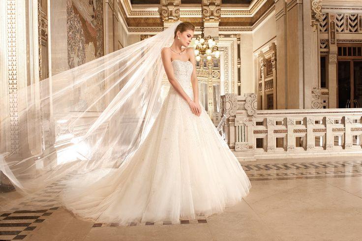 Robe de mariée Demetrios 2015 chez Confidence ref 574