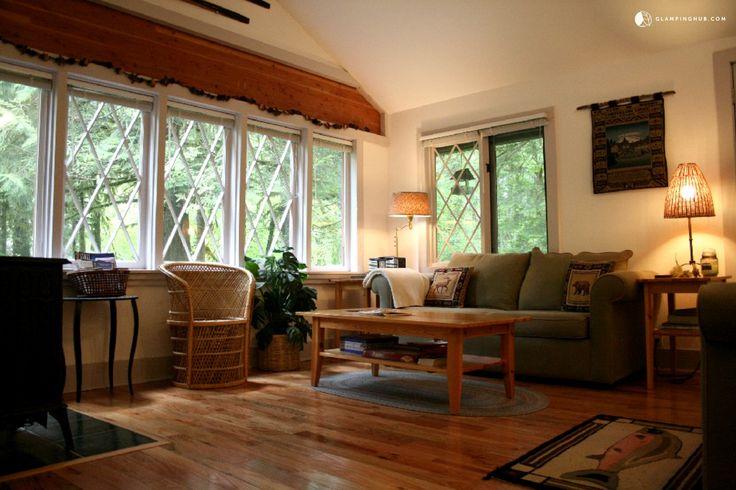 Charming Pet-Friendly Cottage near Mount Hood, Oregon