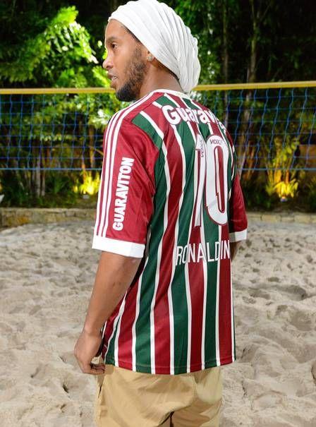 Ronaldinho com a camisa do Fluminense