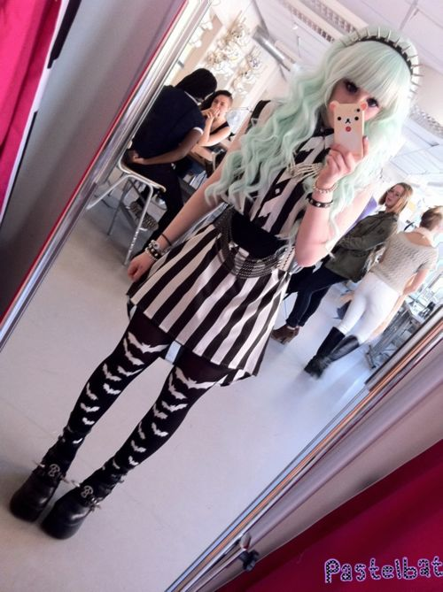 So jealous of people who can pull of clothes like this... ; 3;