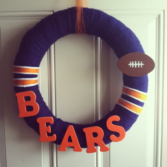 Chicago Bears Wreath! So cute and looks so easy to make!! I could make one for the Tigers!