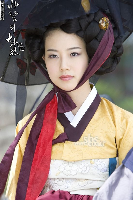 Moon Chae Won as Jeong Hyang in the drama The Painter of the Wind 2008