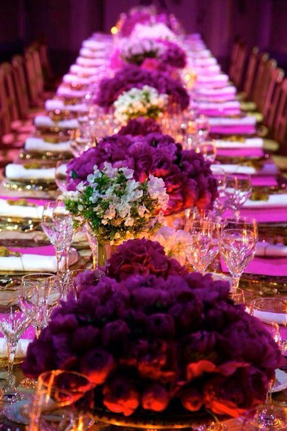 Tonalidades en morado, violeta y lila combinado con blanco. #colores #bodas
