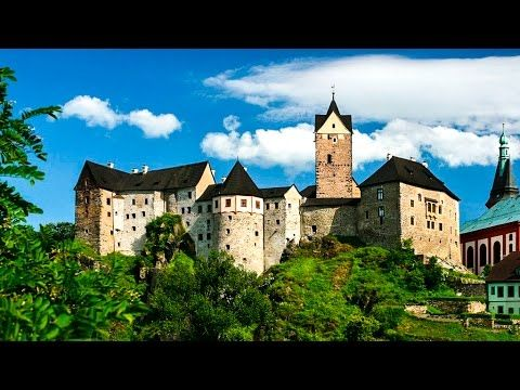 Один из самых красивых замков Чехии - замок Локет. Мы полетали над ним на квадрике и прокатились вокруг на великах . И скажу вам, как проектировщик проектировщикам: я б там жила, если бы не мысль о еженедельной уборке сотни комнат.