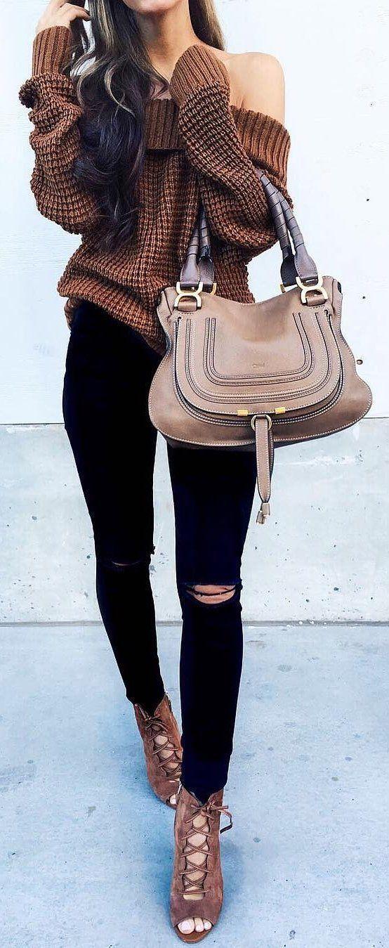 coffee off the shoulder sweater / black skinny jeans /coffee heels