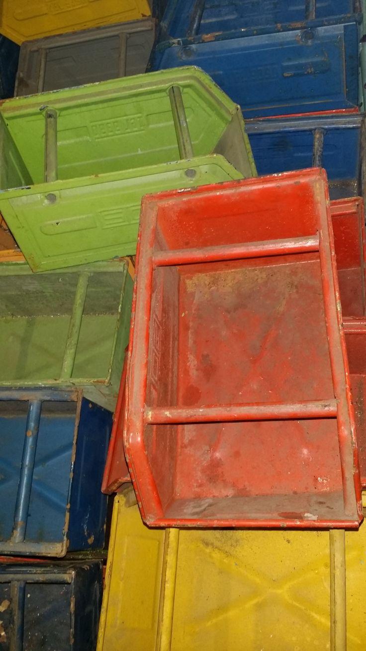 #magazijnbakken in alle kleuren