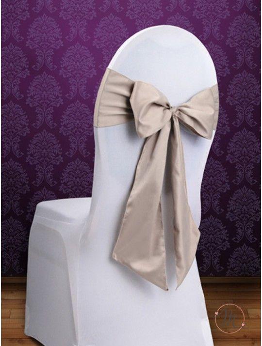 Fiocco per Sedia Satin Beige. Fiocco per sedia satin. Per decorare le vostre sedie. Misure: 2.75 mt x 15 cm. Ordine minimo 10 pezzi e multipli di 10. #allestimenti #matrimonio #ricevimentomatrimonio #nozze #weddingplanner #accessori #decori #tavoli #sedie #runner #fiocchi #wedding #weddingideas #ideasforwedding #fiocco #satin