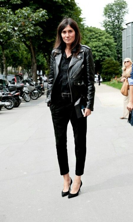 Rocker-Ladies gibt es in jedem Alter - aber immer mit Klasse. Hoch lebe die Biker-Jacke!