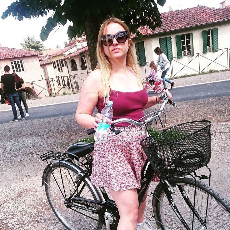 Diva cycling in #Lucca in my #memade #taniaculottes. Made especially for this occasion #Italy #travel #holiday #tuscany #greatwalls #muradilucca #luccawalls #sewcialists #memademay #megannielsenpatterns by sarahparry963