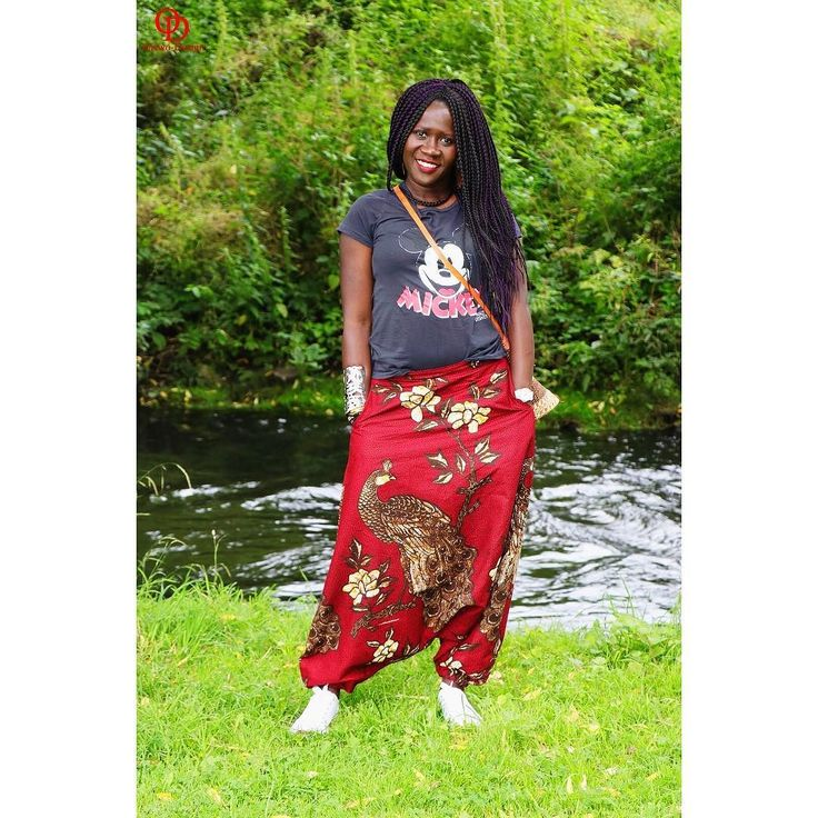 Thank you so much @_kamajo_  for the comfiest & coolest pants ever New Blogpost is up        #oriwodesign #hamburg #slowfashion #braids #africanblogger #blogger_de #kitenge #africanprint #womensupportingwomen #converse  #teamnatural #stylegram #outfitpost #outfitinspiration #casual #summer #casualstyle #disney #weekendoutfit  #mickeymouse  #disneytshirt #harem  #harempants #handmade #haremshose #ankarapants #dresscasual #fashionblogger_de #blogpost #newblogpost