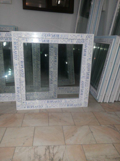 Fereastra cu dimensiunile LXH=1000X1000 - https://www.hidroplasto.ro/magazin/ferestre-baie-pvc
