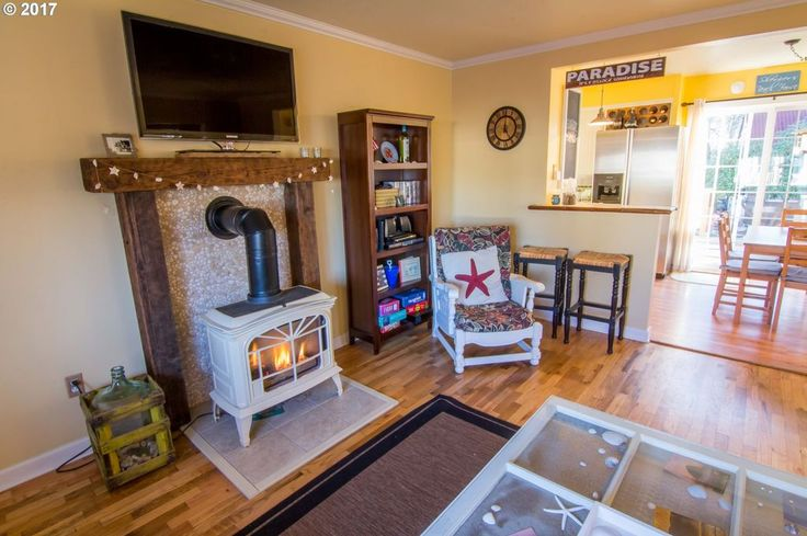 821 11th Ave, Seaside, OR 97138 | MLS #17393781 | Zillow