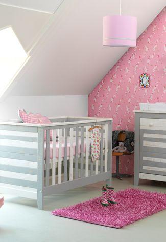 babykamer behang grijs