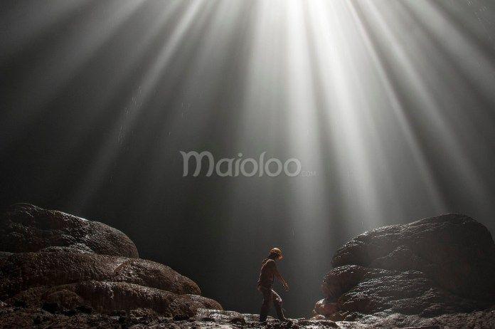 Waktu yang pas untuk melihat cahaya yang menerobos masuk dari mulut Gua Grubug/ray of light sekitar jam 11 sampai 12 siang. (Benedictus Oktaviantoro/Maioloo.com)