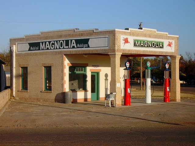 Old Magnolia Gas Station (Shamrock, Texas) by courthouselover, via Flickr