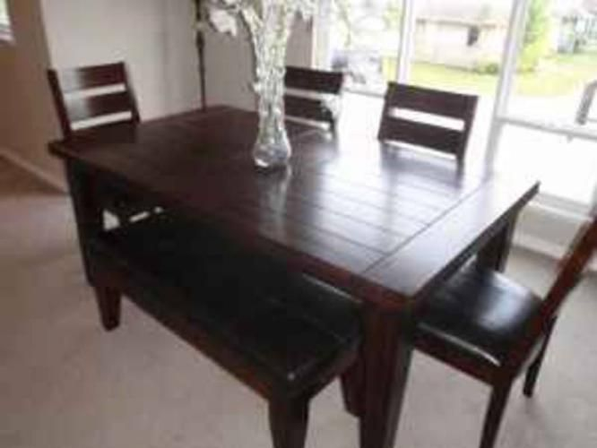 Dinning Room Table With Bench