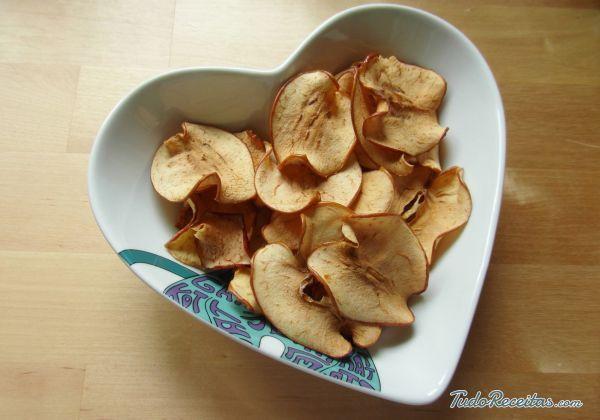 Aprenda a preparar chips de maçã com canela com esta excelente e fácil receita.  Muitas vezes arruinamos nossa dieta com o que comemos fora das refeições, ou porque...