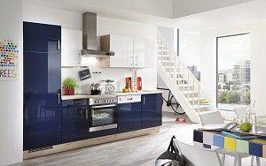 #rechtekeuken in hoogglans donkerblauw  Rechte keuken met hoge kast, uitgevoerd in hoogglans donkerblauw met witte of donkerblauwe bovenkasten.