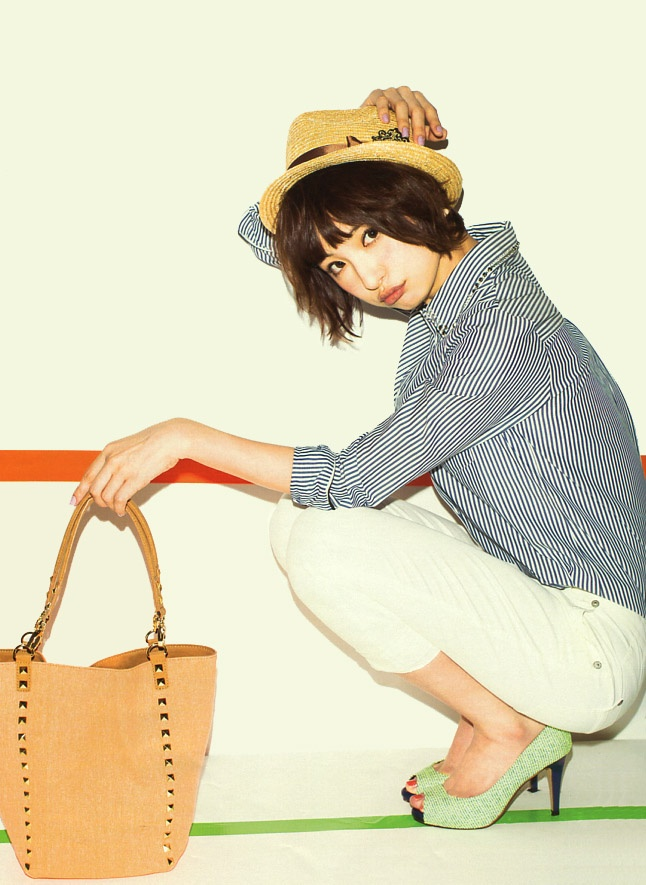 Mariko Shinoda (Japanese idle / AKB48) in MORE (Fashion magazine) 2013. leather bag with studs.