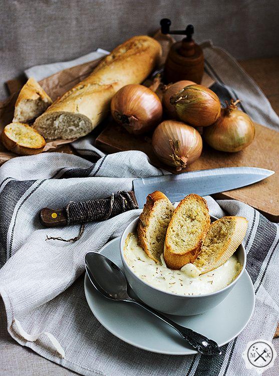 Zupa cebulowa Molly Weasley / Molly Weasley's Onion Soup przepis na blogu miodowekrolestwo.wordpress.com pod linkiem: https://wordpress.com/post/miodowekrolestwo.wordpress.com/855