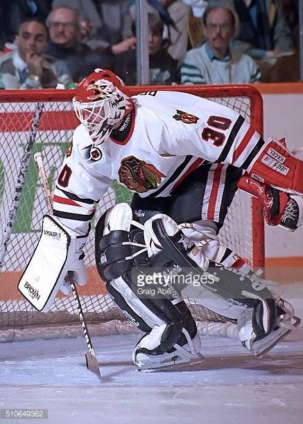 ed-belfour-of-the-chicago-black-hawk-stops-a-shot-against-the-toronto-picture-id510649362 (437×612)