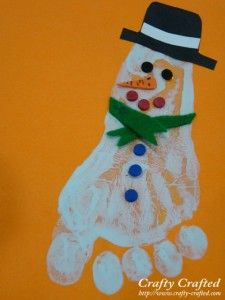Footprint Snowman diy (great for little kids!) ... http://www.crafty-crafted.com/christmas-ideas/footprint-snowman/