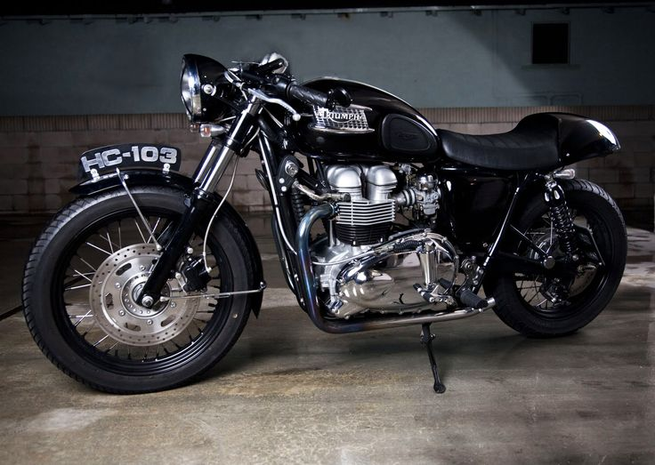 TRIUMPH BONNEVILLE T100 CAFE RACER by ROAD RACE MOTORSPORTS repinned by www.BlickeDeeler.de