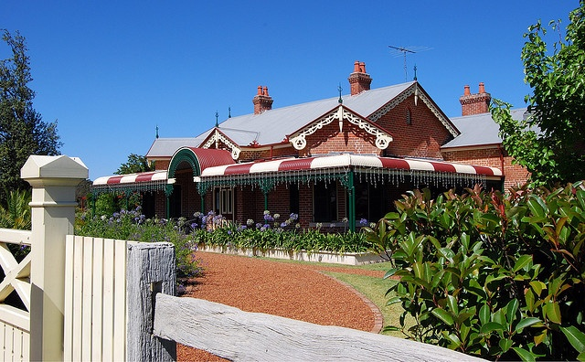 Alroy Tavern, Plumpton, Sydney, NSW by dunedoo, via Flickr
