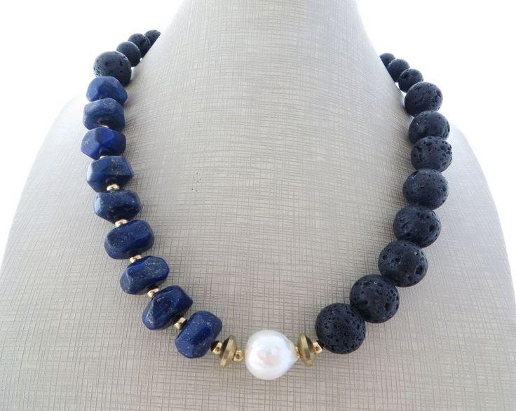 Collana con lapislazzuli blu, lava nera e perla barocca, bijoux pietre dure