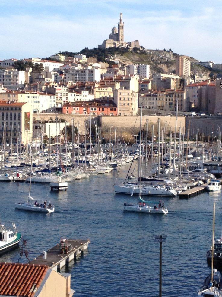 Marseille vieux port et vue sur Notre-Dame de la Garde