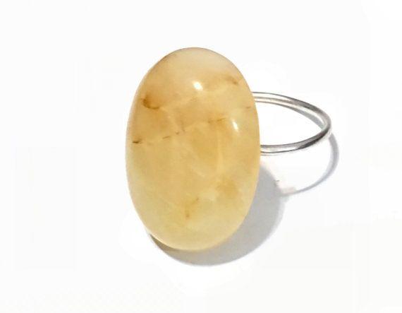 Splendido anello di giallo Giada Cabochon argento Sterling (sterling made in Israele) Scegliere - 6, 6.5, 7 o 8 Ogni pezzo viene confezionato in una scatola di regalo kraft perfetta per dare del regalo. Si prega di lasciare una nota nella finestra di messaggio al momento dellacquisto se è