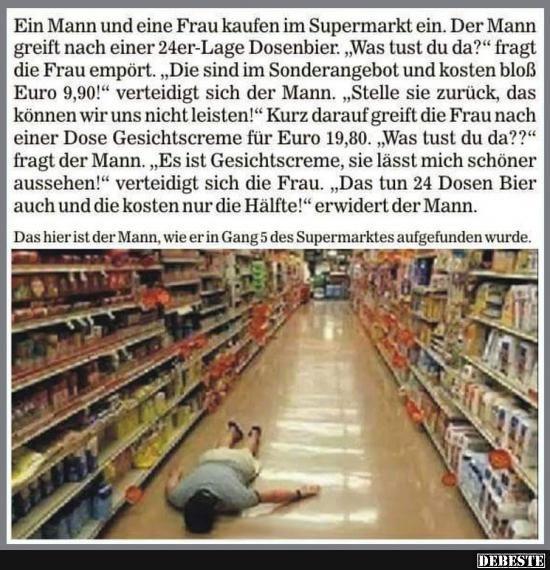Ein Mann und eine Frau kaufen im Supermarkt ein..