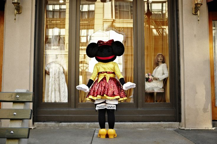 Minnie Loves To Shop
