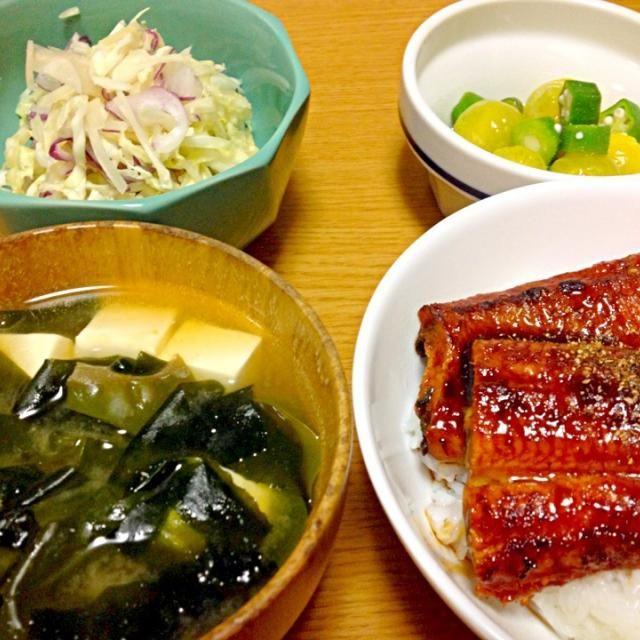 やっぱり鰻でしょ。 - 10件のもぐもぐ - うな丼、キャベツ浅漬け、トマトマリネ、お味噌汁 by marikomushi