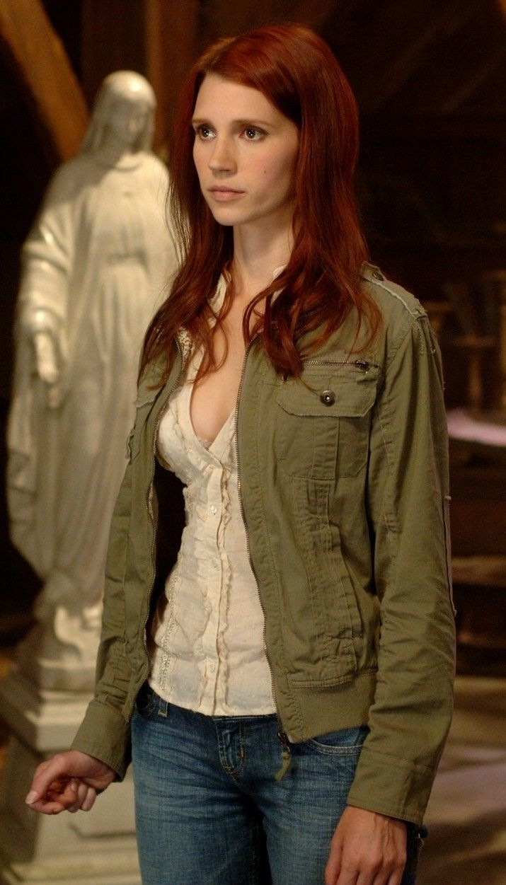 Julie McNiven aka Anna Milton the angel