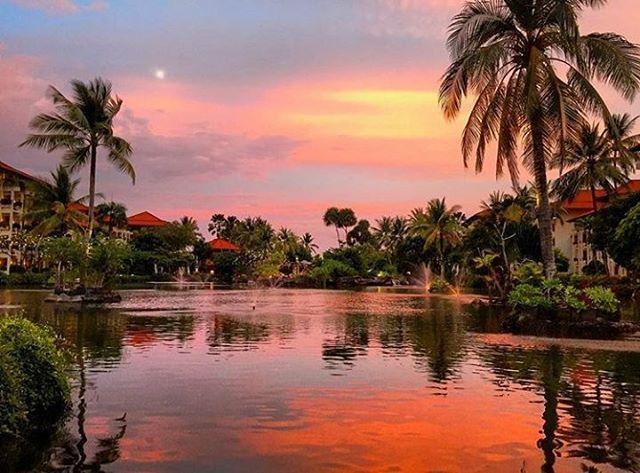 WEBSTA @ ayodyabali - Who can resist this charm beauty? #ayodyaresortbali #lagoon #sunset #bali : @gavrik1990