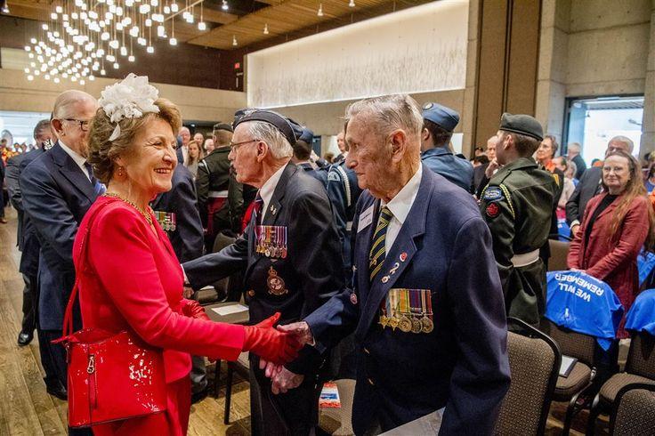 """Het officieel bezoek van prinses Margriet en prof. mr. Pieter van Vollenhoven aan Canada markeert een 'emotioneel afscheid' van de veteranen die nog hebben meegevochten bij de bevrijding van Nederland. """"Die mannen zijn nu 94, 95 jaar oud. Die zijn er binnenkort niet meer"""", aldus Pieter van Vollenhoven."""