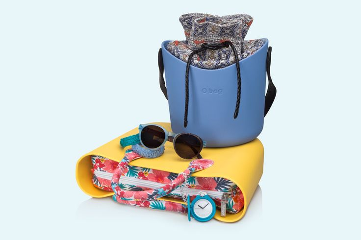 O bag giallo cromo with flowered interior canvas and short handles. O bag basket carta da zucchero with coloured interiori canvas and shoulder strap. Sunglasses, flower bracelet and blue O chive