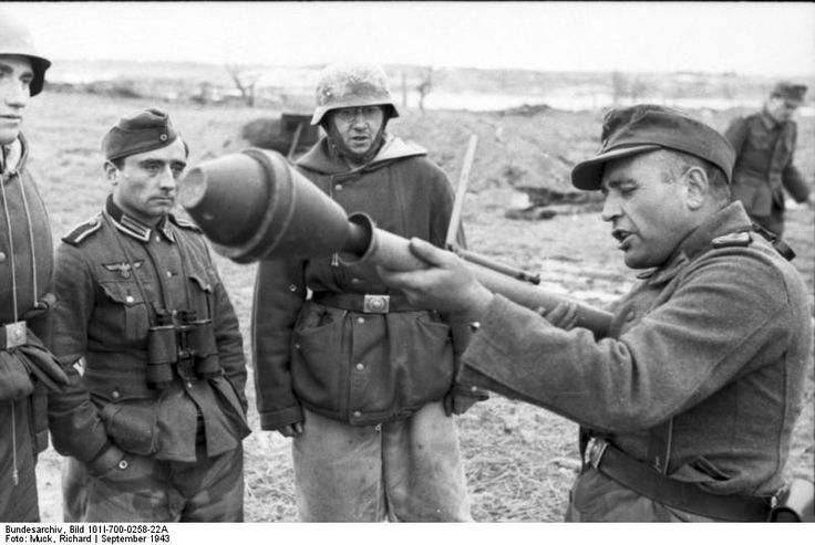German non-commissioned officer demonstrating the Panzerfaust weapon, Russia, Sep 1943.