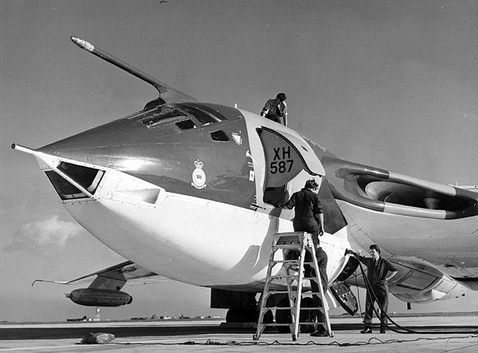 RAF Handley Page Victor XH587, Marham, 1971