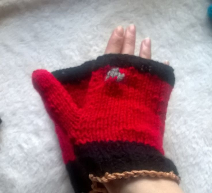 Command red Starfleet issued mittens.