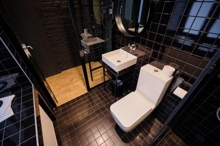 inBox Hotel: bathroom in DoubleBox double room