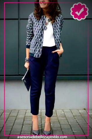 pantalón azul marino outfit - como combinar un pantalón azul marino mujer aeb6d3f172c0f