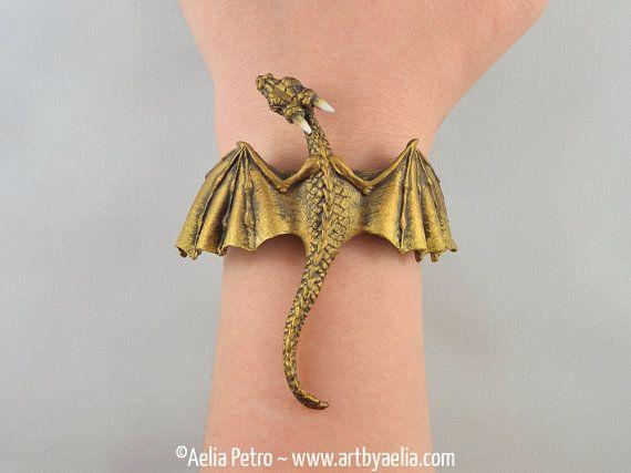 Pulsera dragón de oro antiguos por encargo por ArtByAelia en Etsy