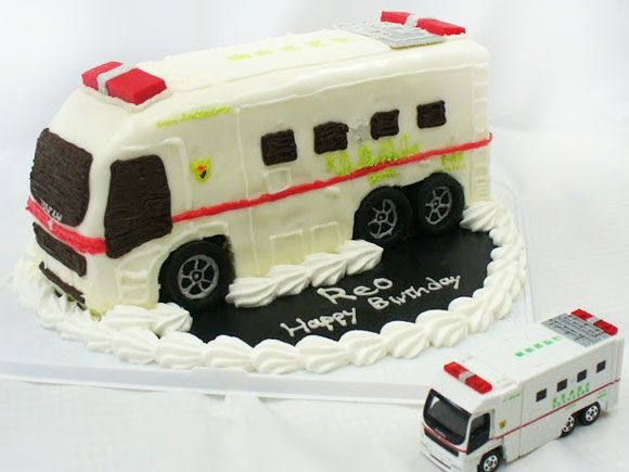 救急車のケーキ スーパーアンビュランス3d超立体ケーキ 立体ケーキ ケーキ ケーキ アイデア