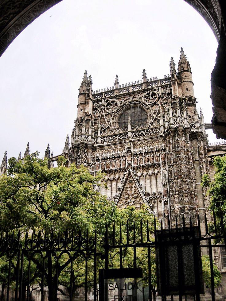 Patio de los Naranjos y Catedral de Sevilla (Sevilla - Spain)