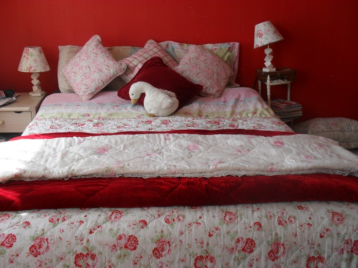 Rosali fabric ikea cath kidston bedroom she wants red for Cath kidston bedroom ideas