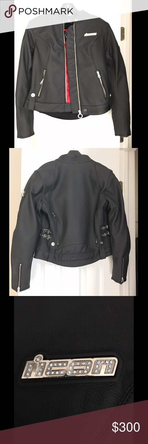 Women's Leather Icon Hella Motorcycle Jacket This women's Icon leather Hella motorcycle jacket is BRAND NEW. I've only ever worn it in my house to try it on. I ripped off the tags, except for the one on the inside stash pocket, but I never actually got to use the jacket. The jacket has removable elbow and shoulder CE field armor, as well as a removable dual-density foam back pad.  It also has a removable liner and intake/exhaust vents for cooling. Buckles on the sides for adjustment. This is…