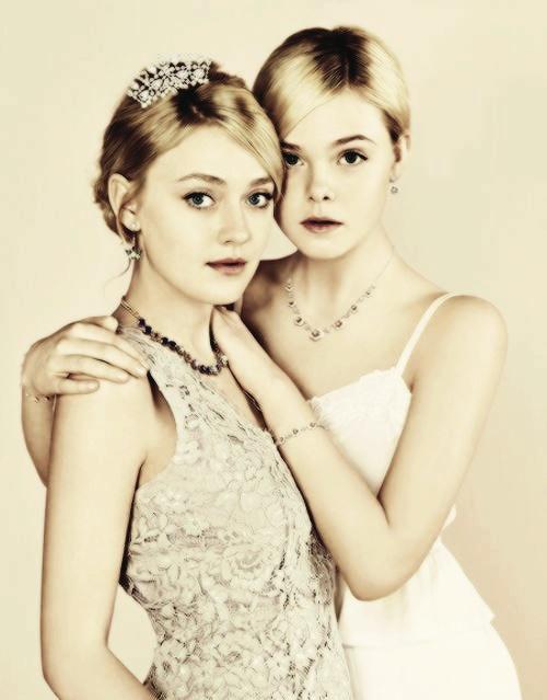 The Fanning Sisters  OH GOD,STOPIT RIGHT NOW NWJRGKNWRTJKNGKJGRNWKGR <33